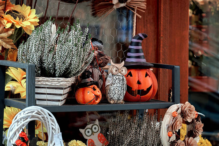 Halloween street decor