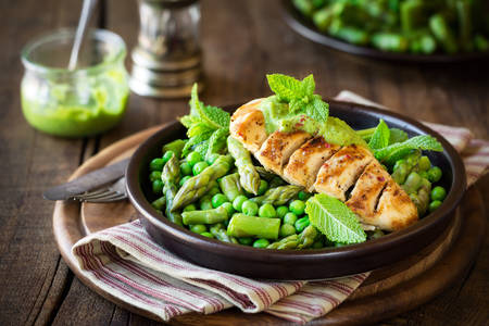 Chicken breast with green peas and asparagus
