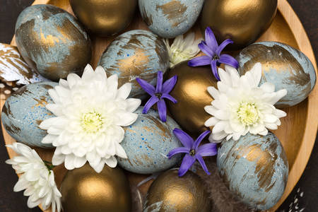 Easter eggs with gold